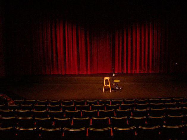 Французские комедии в театре и кино, музыка всех жанров – топ-10 культурных событий недели