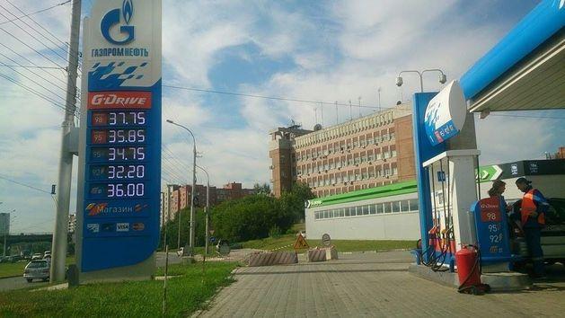 Цены на самую популярную марку бензина в Новосибирске вновь выросли