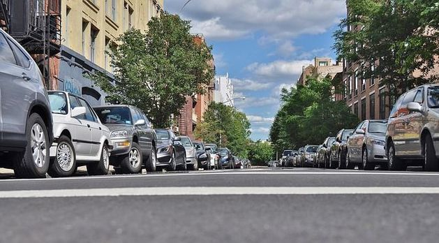 Новосибирские офисные работники тратят на поиск парковки в среднем 10 минут