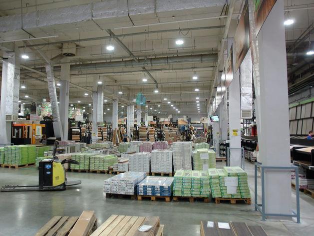 Владельцы строительного гипермаркета в Новосибирске снизили цену за него на 300 млн руб.