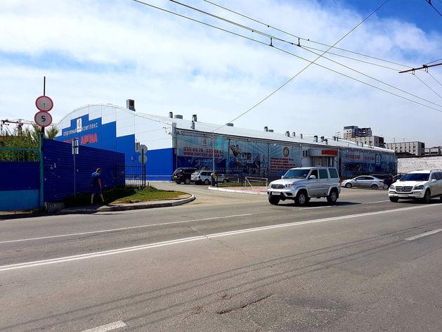 Здание спортивного комплекса в центре Новосибирска выставлено на продажу