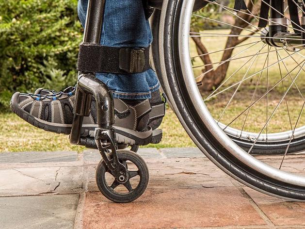 Магазины, банки, салоны связи, студии Новосибирска проверят на доступность для инвалидов