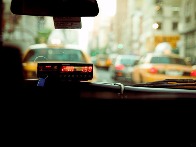 Легальные такси в Новосибирске пометят особым знаком