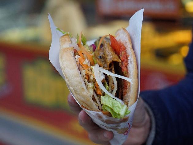 «Дядя Денер» запустил доставку еды, которая даст 1 млн руб. выручки в месяц