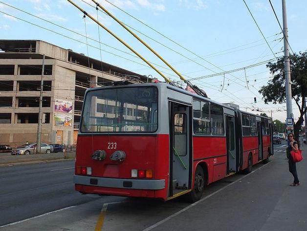 В Новосибирске у троллейбуса отвалилось колесо
