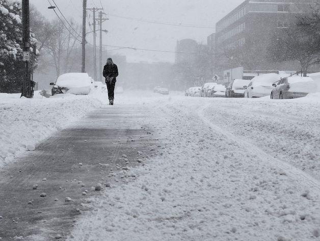 Новосибирцам напомнили о работе круглосуточного телефона для помощи водителям в морозы