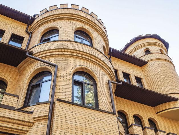 Замок за 135 миллионов выставлен на продажу в Кудряшах
