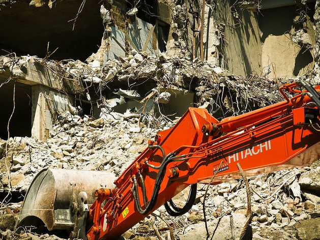 Новосибирский застройщик начал снос аварийных домов под новый ЖК в центре города