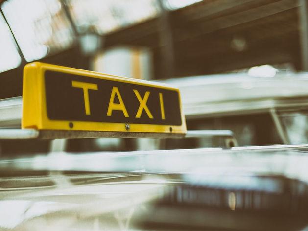 Законодательные новшества для такси увеличат количество нелегалов и цены на перевозки?