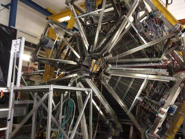 Новосибирские ученые придумали, как сделать коллайдер маленьким и мощным