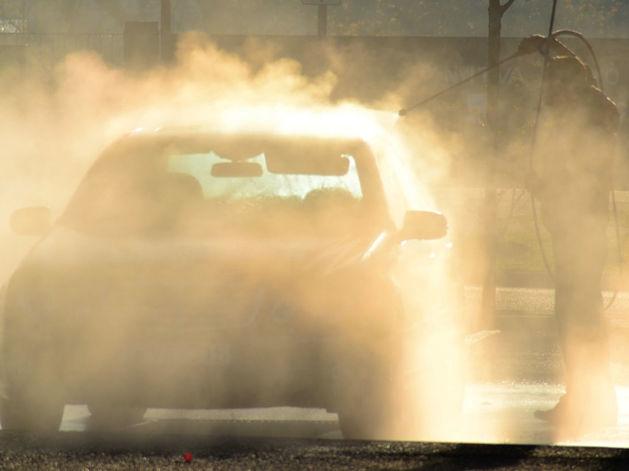 Ругают, но пользуются: в Новосибирске вырос интерес к автомойкам самообслуживания