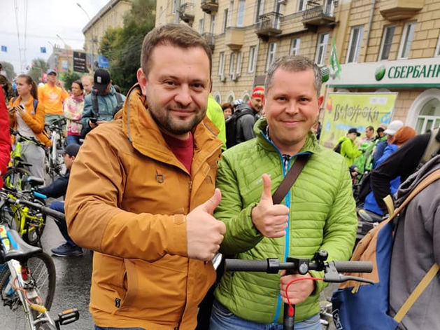 Взято с личной страницы Сергея Бойко (слева на снимке)