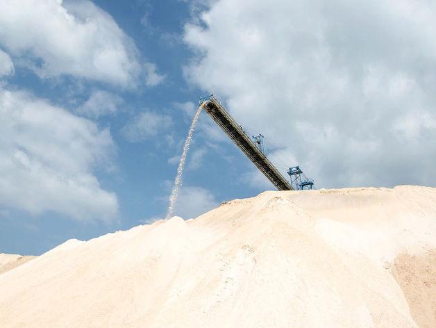 Власти Новосибирска решили отказаться от песко-соляной смеси