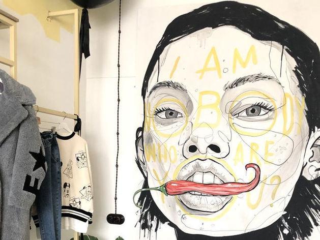 Магазин дизайнерской одежды продают в центре Новосибирска