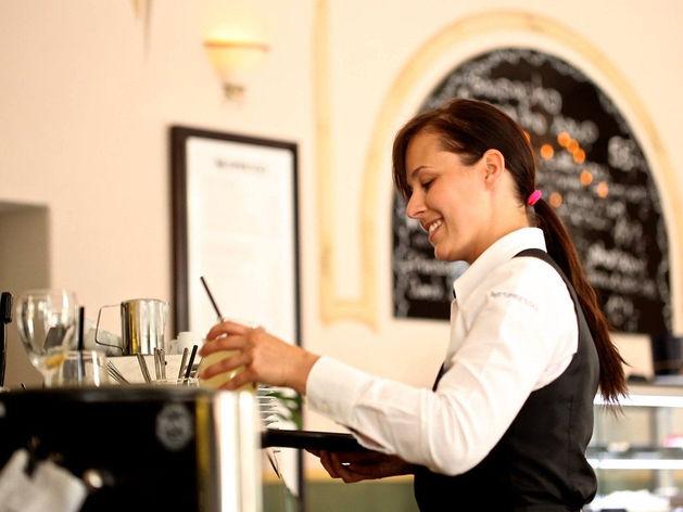 Новосибирская компания придумала адресный перевод чаевых официантам