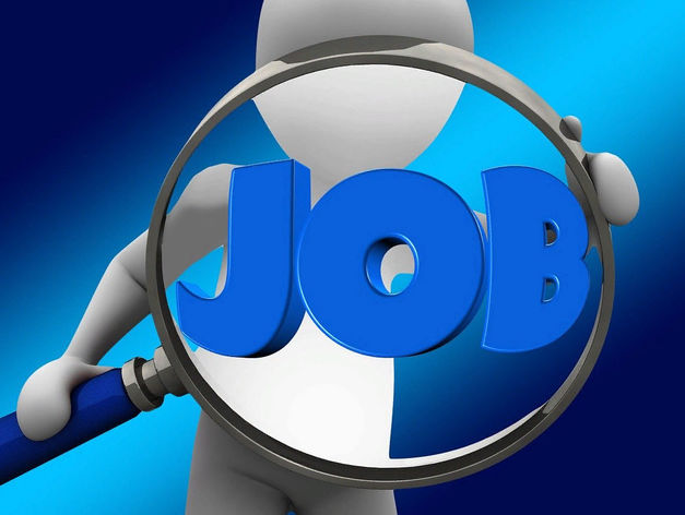 Рынок труда: вакансий стало меньше, а резюме — больше