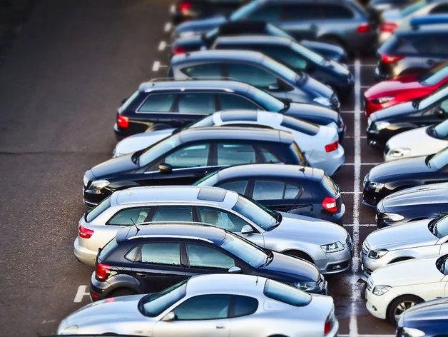 Названа дата, когда парковки на Красном проспекте станут платными