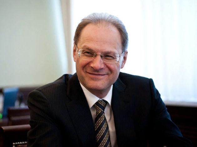 Экс-губернатор Василий Юрченко отсудил у Минфина 200 тыс. за адвокатов