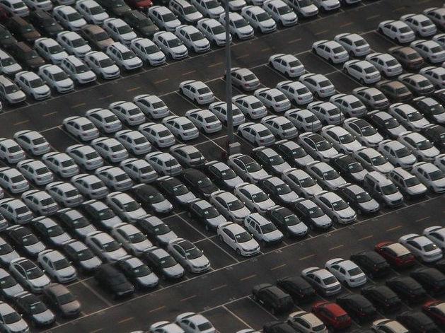 На платных парковках Красного проспекта ввели абонементы
