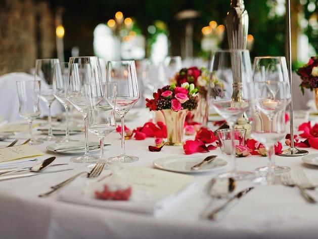 Травников прокомментировал предложение бизнесменов открыть стационарные рестораны