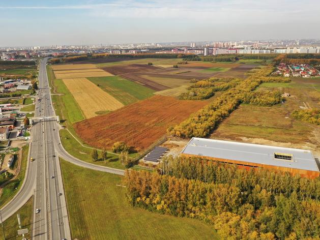 Крупную солнечную электростанцию запустили на стройке жилого комплекса в Краснообске