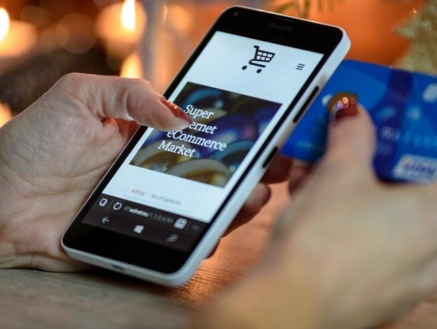 Назвали магазины-лидеры РФ по сумме трат среди клиентов