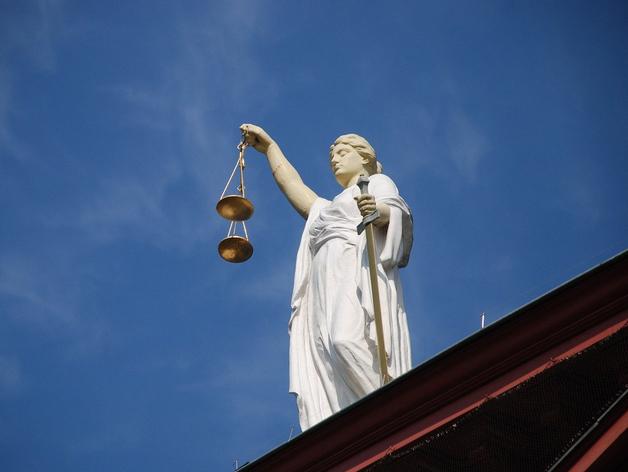 Подозревают в мошенничестве и получении взятки главу управления капстроительства