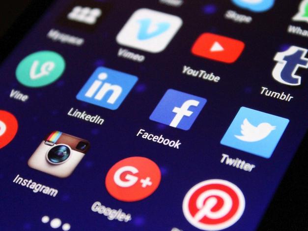 Травникова стали чаще упоминать негативно в соцсетях