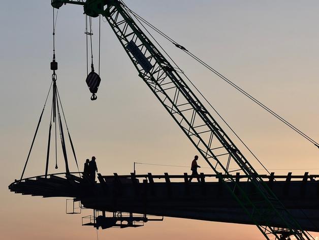 Более 800 миллионов добавят на строительство ледовой арены из резервного фонда