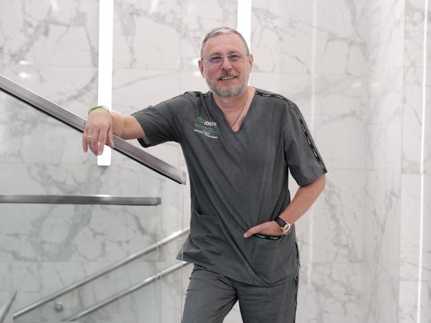 хирург-имплантолог, главный врач ООО МЦИ «Айдент» Михаил Семёнович Тодер