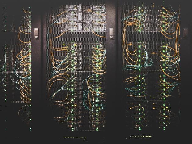 На новосибирском заводе запустили линию по производству серверов